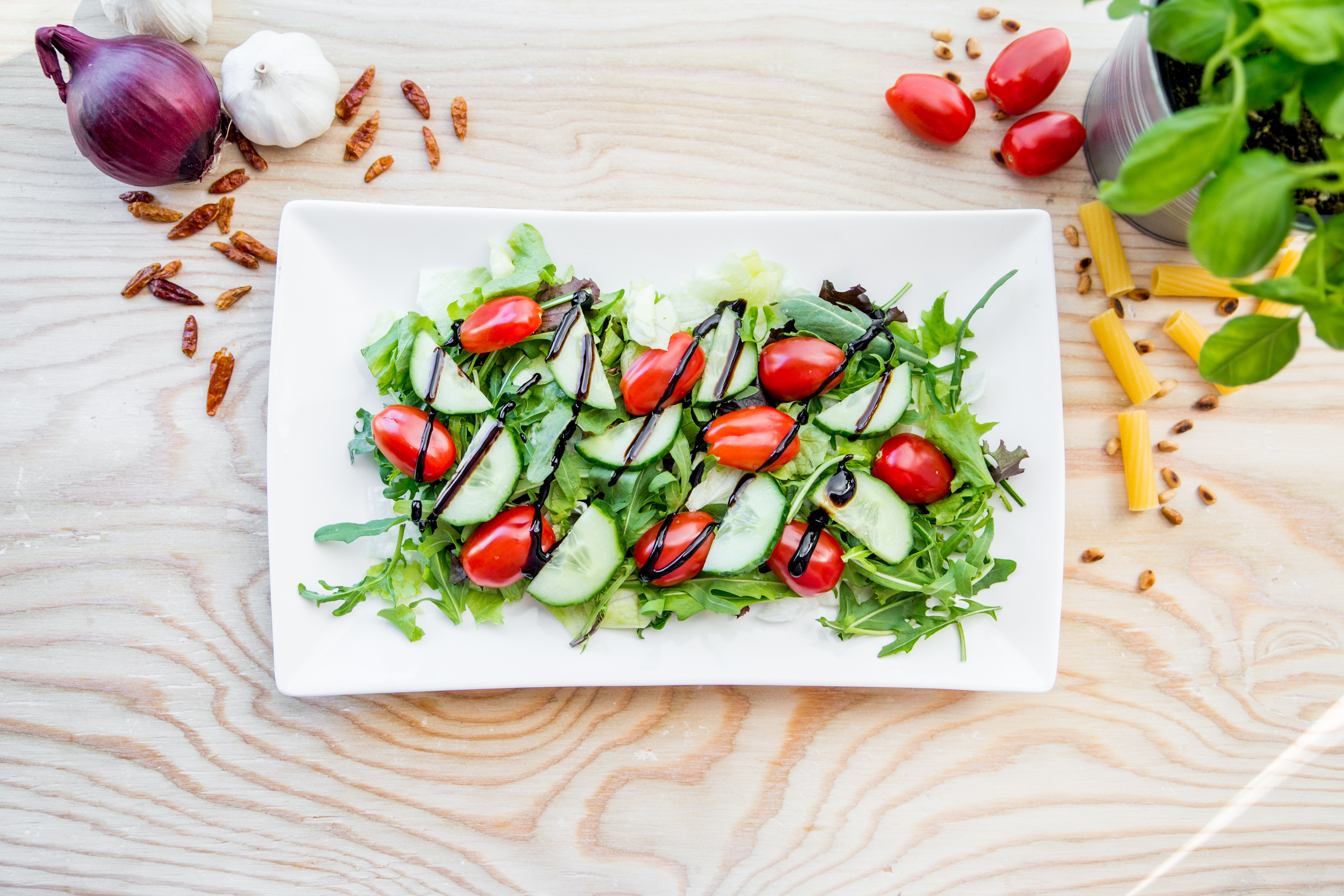 Insalata con verdure e mozzarella